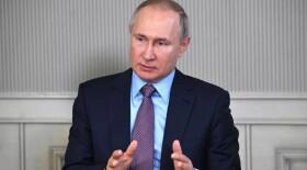 Путин: работающим с пациентами с COVID-19 медикам необходимо засчитать льготный стаж
