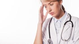 Женщины-врачи сильнее подвержены стрессу из-за пандемии COVID-19