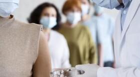 Специалисты обсуждают возможность одновременной вакцинации от гриппа и COVID-19
