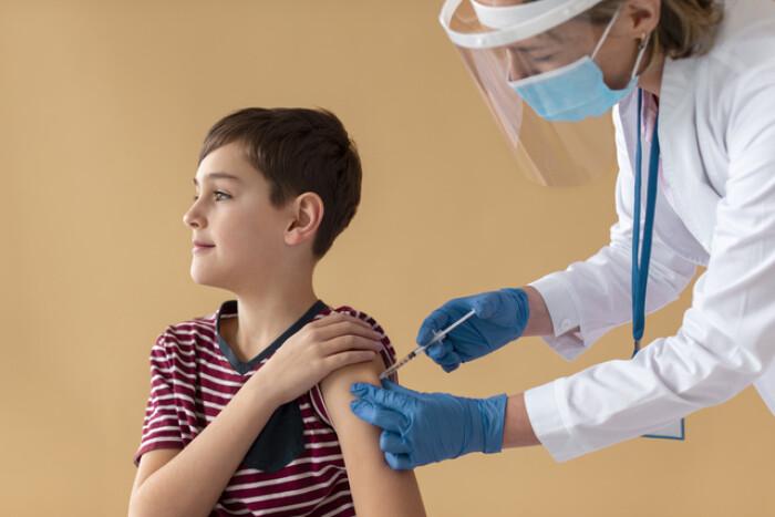 НИЦЭМ им. Гамалеи подал документы на регистрацию вакцины от COVID-19 для подростков